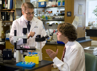 Photo of Drs. Blobel and Ivashkiv in the lab