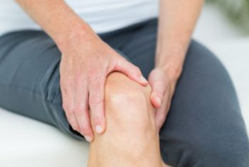 bigstock-Woman-having-knee-pain-in-medi-89273234