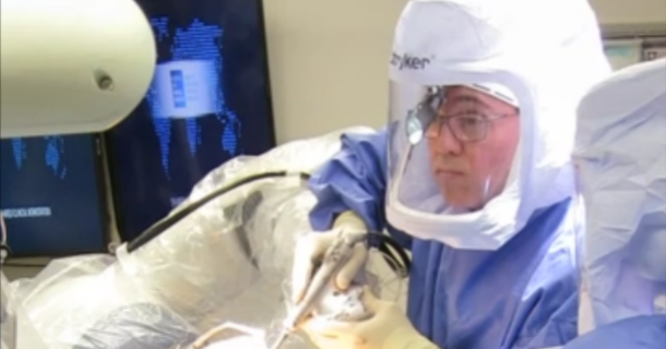 Dr. Alejandro Gonzalez Della Valle, hip & knee surgeon, performing surgery