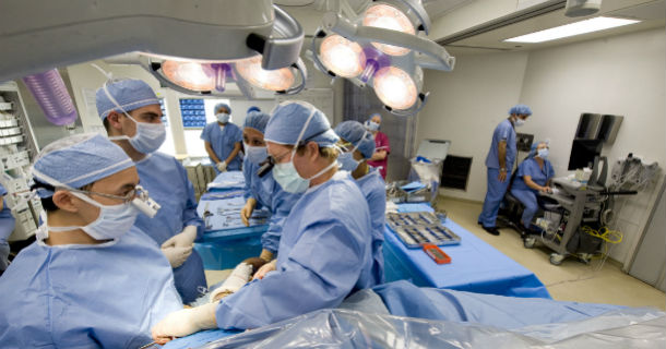 Image - HSS Doctors Performing Surgery